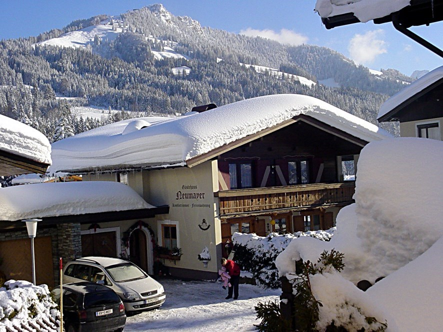 Frühstückspension: Winteransicht - Gästehaus Neumayer alpine**sports**appartements - Pension Neumayer